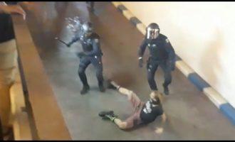 Llibertat per als detinguts manifestant-se a València contra la sentència del 'procés'