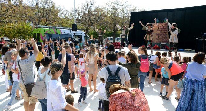Paiporta celebra el 9 d'Octubre amb un multitudinari MocadoràFest