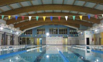 Manises reclama millores a la gestora de la piscina coberta