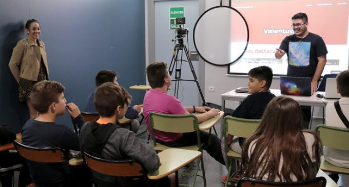 Youtubers de dotze anys aprenen com millorar la seua tècnica a Puçol