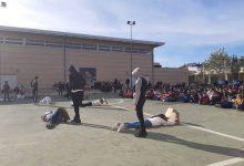 L'alumnat de l'IES Rafelbunyol protesta contra la violència de gènere
