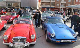 Més de 150 automòbils clàssics visiten Torrent