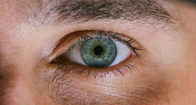Lents de contacte de colors: enlluerna amb els teus ulls sense complexos