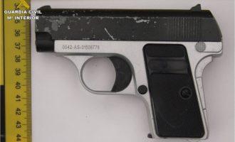 Detinguts dos menors per assaltar un habitatge i amenaçar amb una arma falsa