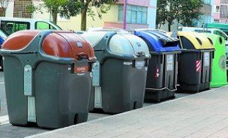 El Ayuntamiento impulsa una campaña para concienciar a la población para que deposite los guantes y mascarillas utilizadas en el contenedor gris