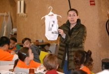 Xiquets i xiquetes de Paiporta s'acosten de manera lúdica a la cultura
