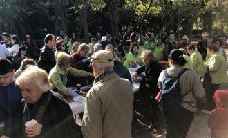 Una red de vecinos previene la soledad de los mayores en el barrio de San Isidro