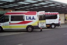 Cinc persones resulten ferides en xocar dos cotxes a Silla