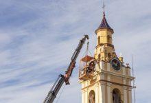 Picassent repara el rellotge del campanar de l'església de Sant Cristòfor
