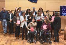 La Diputació difunde en escuelas, clubes y ayuntamientos un libro con la historia de 24 deportistas valencianas