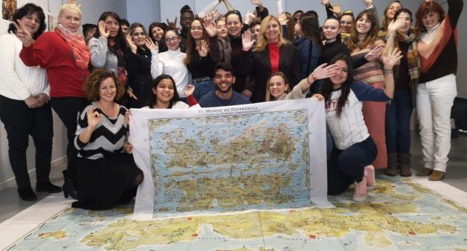 Estudiantes de bachillerato de Xirivella enseñan competencias digitales a mujeres adultas