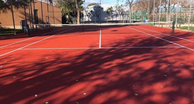 Quart de Poblet invierte 3.500 euros en reparar la pista de tenis de Villar Palasí