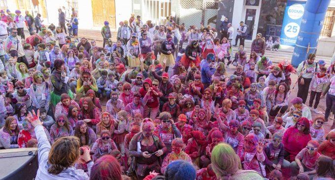 Color i diversió en la Holi Run que inicia la temporada del programa «Oci en Família»