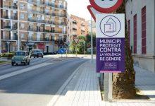 Paiporta instala las placas que lo acreditan como municipio protegido contra la violencia machista