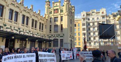 Indignats amb Renfe convoca una manifestació per les insuficients millores per al servei de rodalies