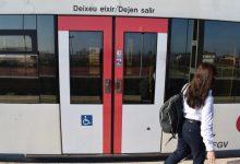 Metrovalencia señaliza las puertas de sus trenes y tranvías para facilitar el acceso de personas de movilidad reducida y discapacidad visual