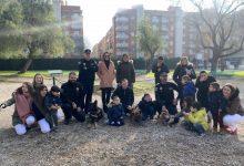 La Unitat Canina de la Policia Local de Paterna visita als xiquets i xiquetes de l'Àrea de Neurorehabilitació de l'Hospital de Manises