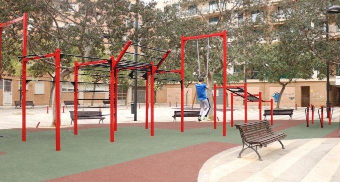 La plaça Fra Antoni Panes de Torrent ja té un nou espai per a practicar esport a l'aire lliure