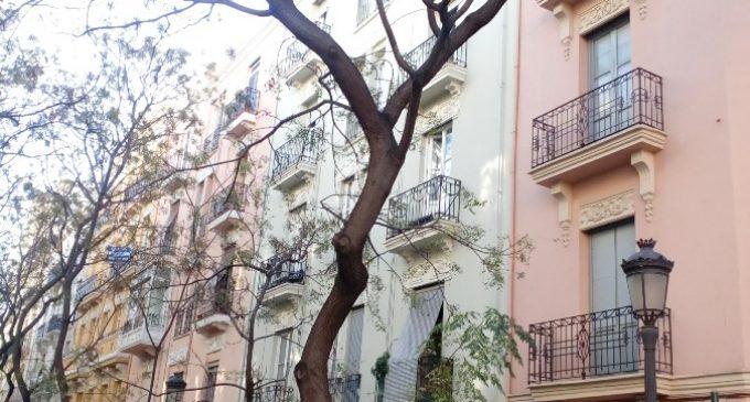 S'inicia el sanejament dels arbres del carrer Comte Altea