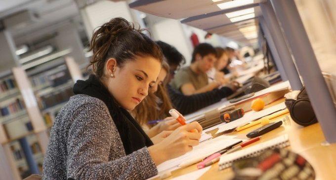 Alumnes de valencià denuncien que encara no hi haja una data per a les proves de la JQCV
