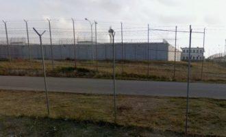 Funcionaris de presons salven la vida a un intern que havia incendiat la seua cel·la de Picassent