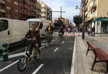 El carril bici de l'avinguda del Port comença a baixar a la calçada