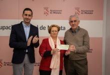 L'Agrupació Veïnal de Mislata dóna 9.100 euros a la lluita contra el càncer
