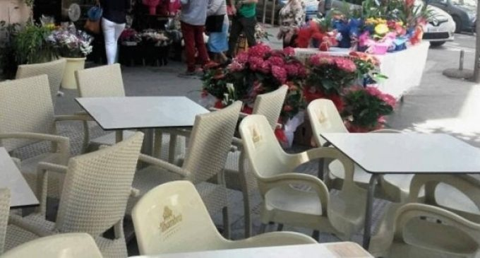 Dos detinguts per robar 1.200€ d'un premi de loteria a la terrassa d'un bar