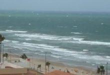 Ones de quasi sis metres a València i vents de més de cent quilòmetres per hora en El Perellonet