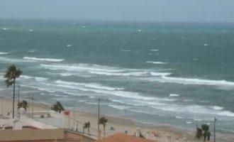 Olas de casi seis metros en València y vientos de más de cien kilómetros por hora en El Perellonet