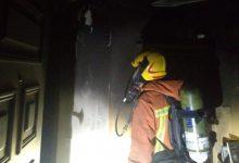 Cuatro personas resultan heridas por inhalación de humo en el incendio de una vivienda en València