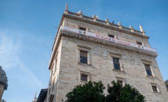 Una concentración pide ante el Palau la protección del paraje de Les Moles de Paterna