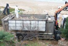 Cullera retira 25.000 quilos de peixos morts pel temporal, 13.000 només a la platja del Dosser