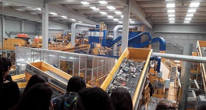 La gestió de residus s'intensifica durant la COVID-19 per a garantir la seguretat sanitària