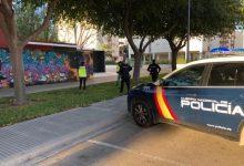 Detingut per amenaçar a crits amb un ganivet als vianants