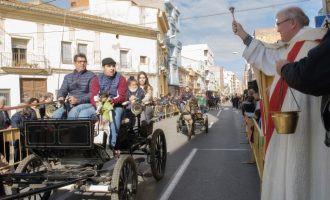 Sant Antoni Abat reuneix a Almussafes a nombrosos amants dels animals