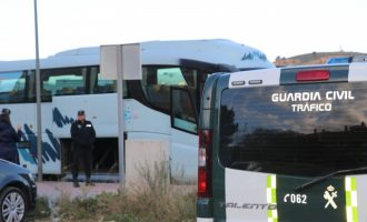 La Policia Local de Llíria col·labora en el control al transport escolar