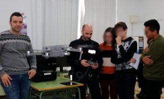 Els estudiants de Llíria aprenen sobre animació i drons socials