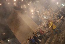 Más de 12.000 cohetes iluminan Torrent con la Entrà de la flor