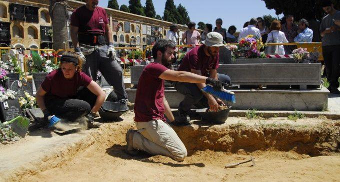 Familiares de represaliados piden a la Diputación iniciar la exhumación de 16 personas