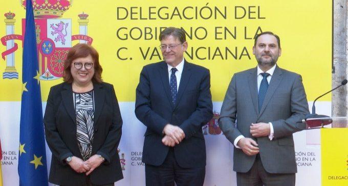 """Ábalos promete estudiar los cambios en la ampliación del puerto de València y destaca la """"actitud política"""""""