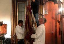 Realitzen una caixa a mesura per a transportar la Senyera per a la seua restauració
