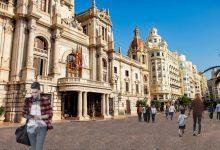 La plaça de l'Ajuntament canviarà el paviment actual per un vermellós