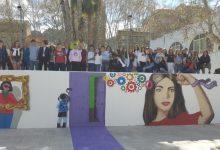 30 estudiants de Xàtiva i d'Holanda pinten un mural per la Igualtat en un dels accessos al Gran Teatre