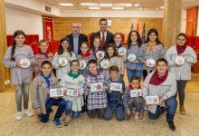 Les falleres majors i presidents infantils de Mislata visiten l'ajuntament