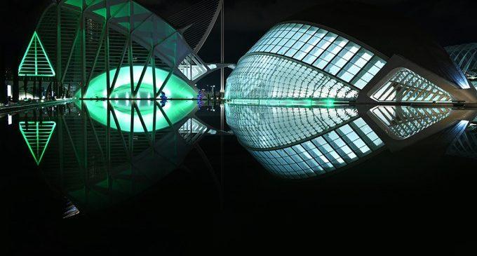 La Ciutat de les Arts i les Ciències se suma a l'aplaudiment col·lectiu amb una encesa especial