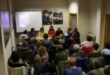 Veïnes de Quart de Poblet participen en una taula redona per la igualtat