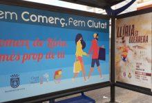 Llíria actualiza su imagen en las paradas de autobús