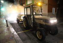 Els agricultors de Cullera se sumen a la desinfecció dels carrers
