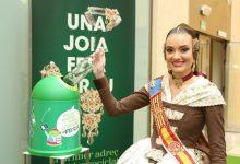 Consuelo Llobell estrena el aderezo de vidrio reciclado de Ecovidrio en la presentación de La Reciclà